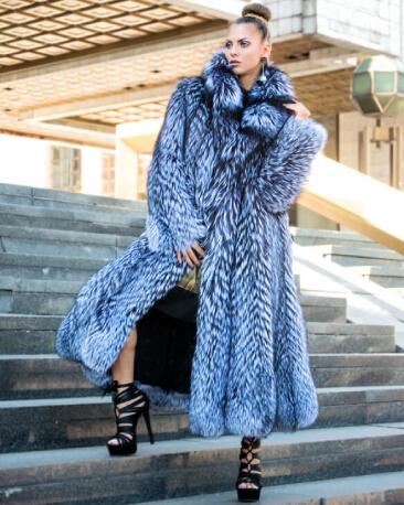 Купить шубу в Москве   Официальный сайт фабрики меховых изделий ... 8bff985c3dc